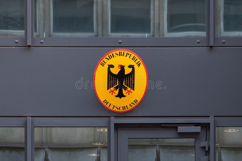 Sinal na embaixada alemão em Bruxelas fotografia de stock