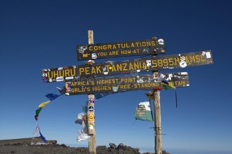 Sinal no pico do Monte Kilimanjaro em Tanzânia, África fotos de stock royalty free