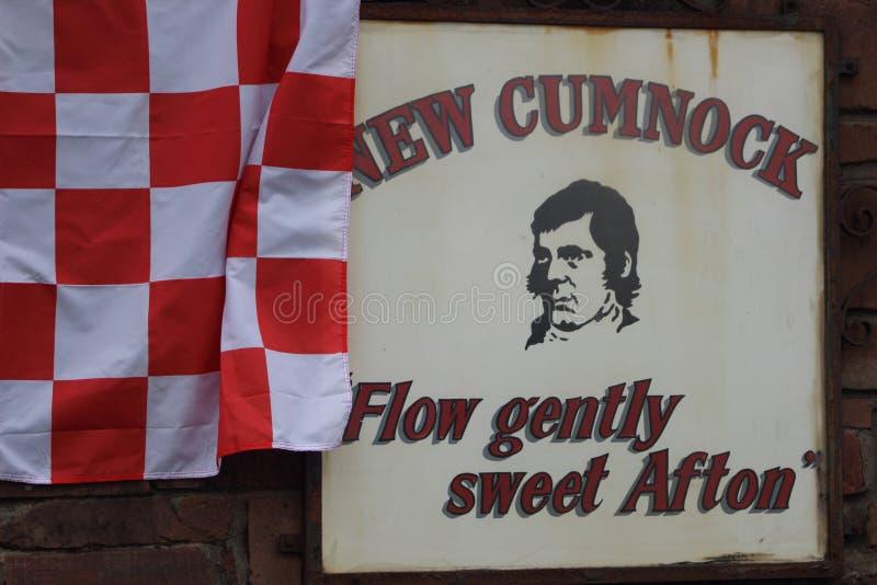 Sinal novo de Cumnock decorado com uma bandeira imagem de stock