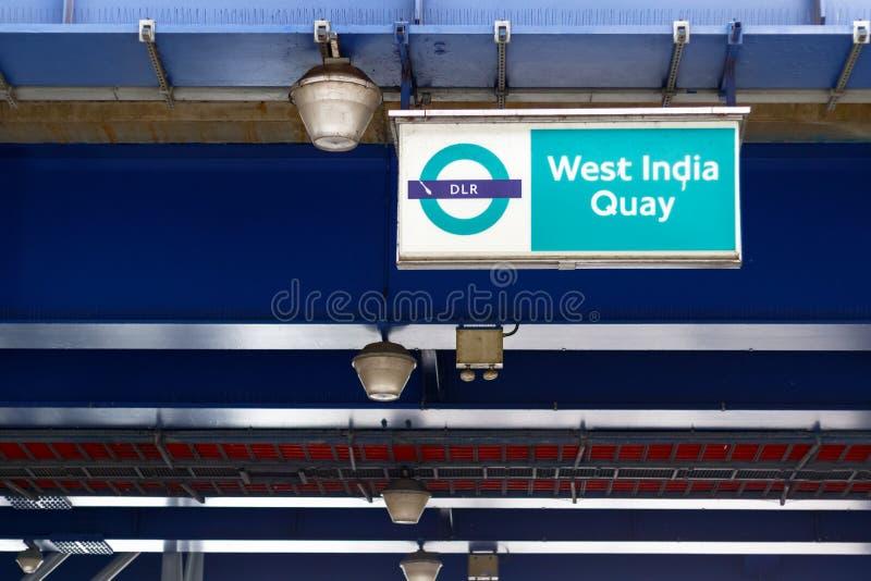 Sinal ocidental da estação do cais DLR da Índia fotos de stock royalty free