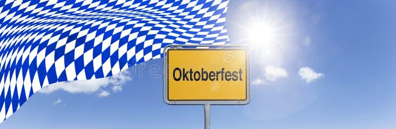 Sinal Oktoberfest com bandeira bávara imagens de stock royalty free