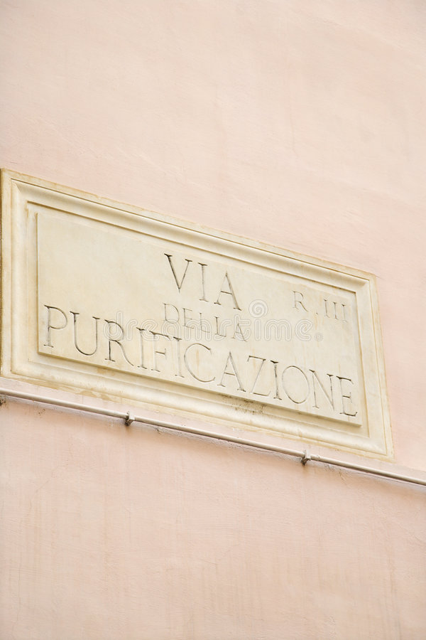 Sinal para através de Della Purificazione em Roma. foto de stock