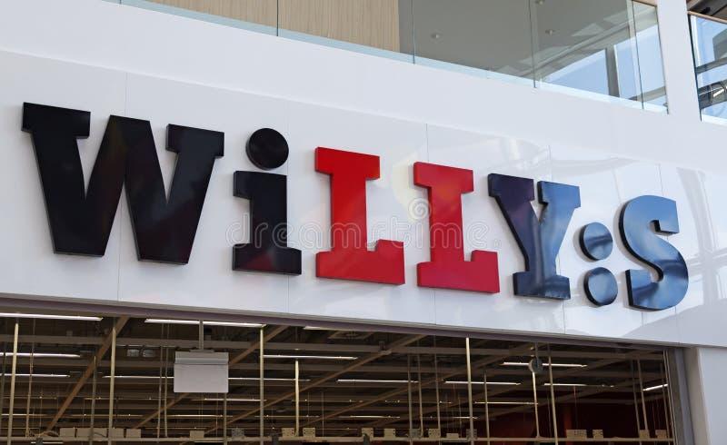 Sinal para o grande supermercado na alameda Avion foto de stock