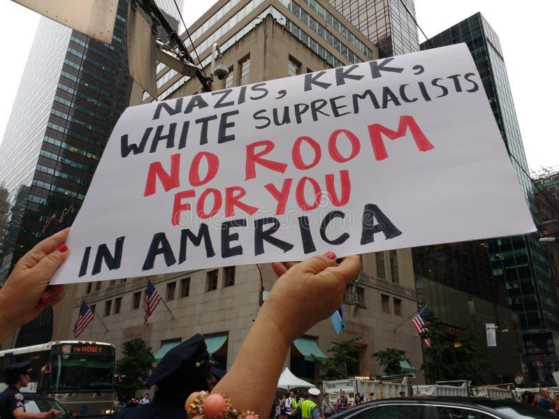 Sinal político do protesto, NYC, NY, EUA imagem de stock
