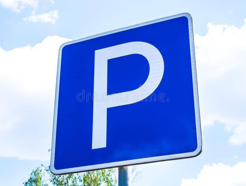 Sinal quadrado azul do parque de estacionamento fotografia de stock royalty free