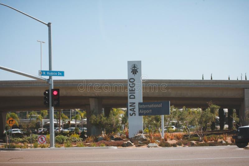 Sinal que indica San Diego International Airport fotos de stock royalty free