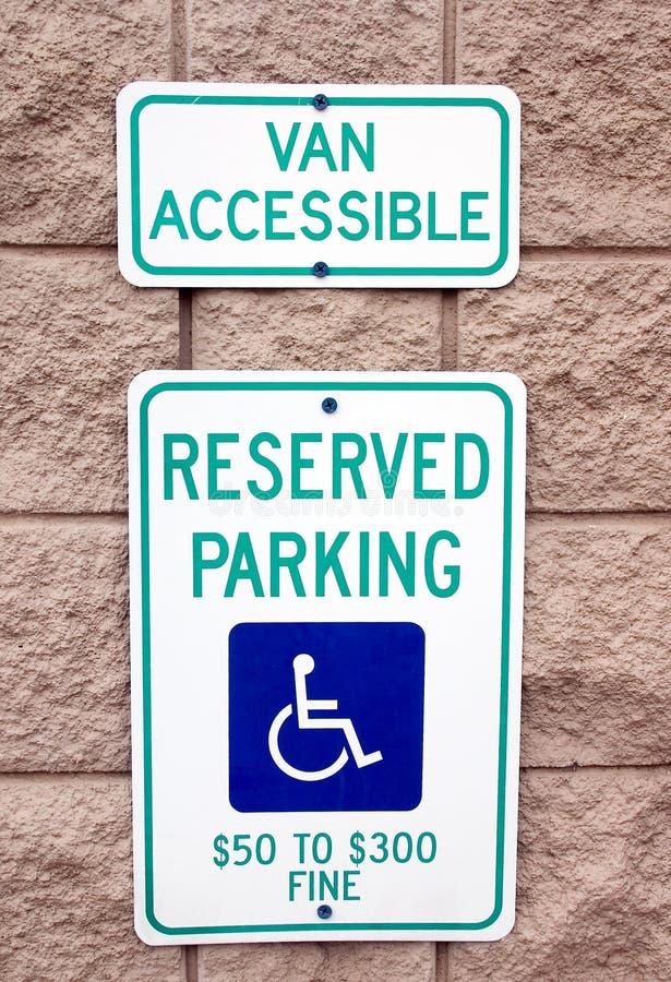 Sinal Reserved do estacionamento foto de stock