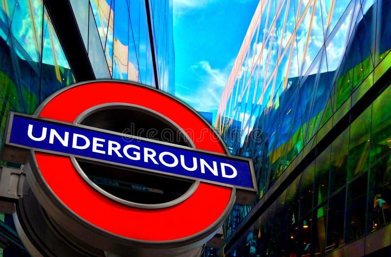 Sinal subterrâneo do transporte de Londres imagens de stock