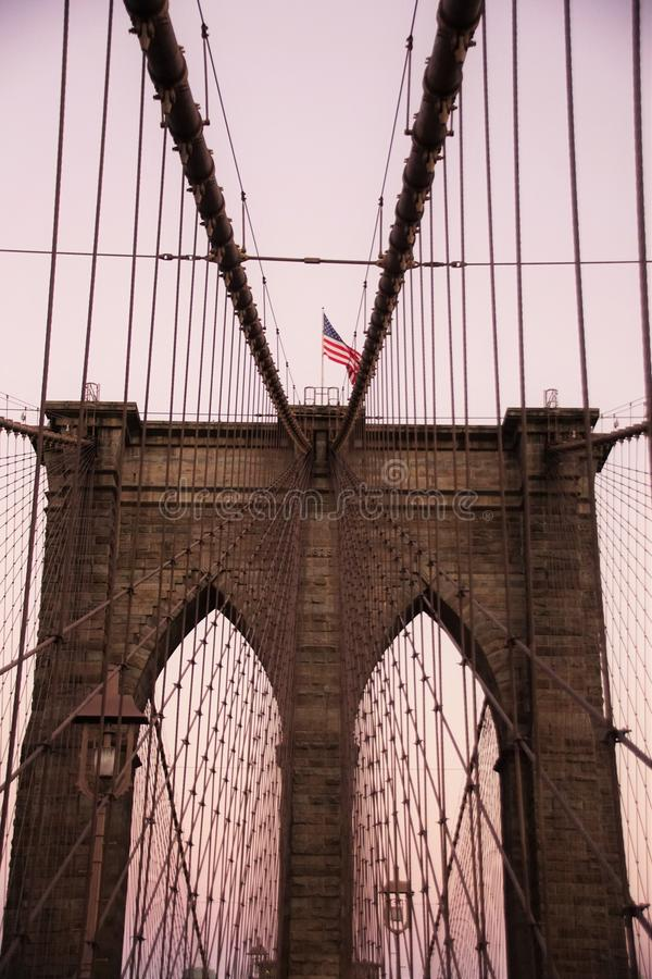 Download Sinal, Tijolos, Perto Da Ponte De Brooklyn Imagem de Stock - Imagem de maçã, grande: 80101475