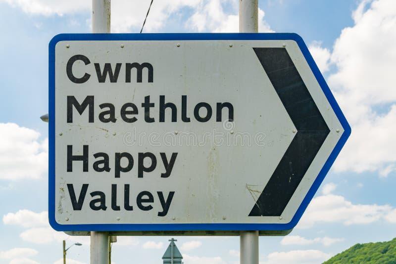 Sinal: Vale feliz Galês e inglês foto de stock