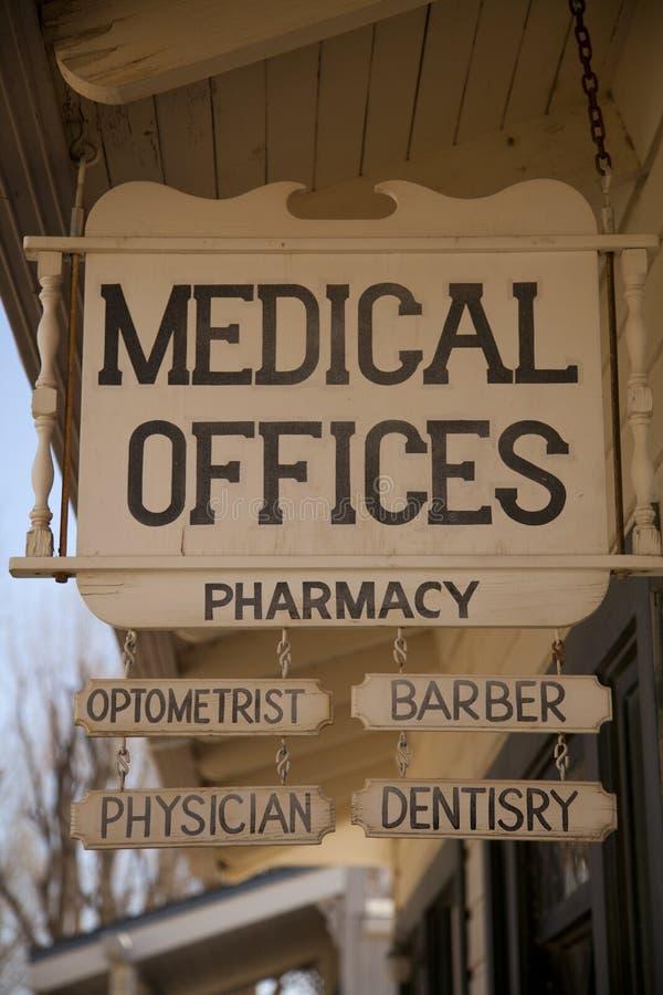 Sinal velho dos escritórios de Medican imagens de stock royalty free