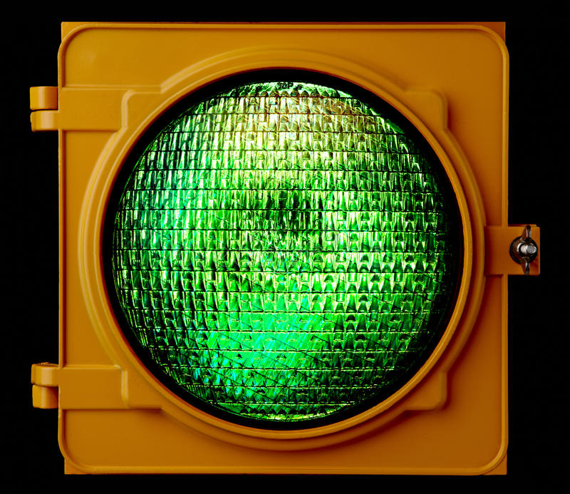 Sinal verde iluminado fotografia de stock