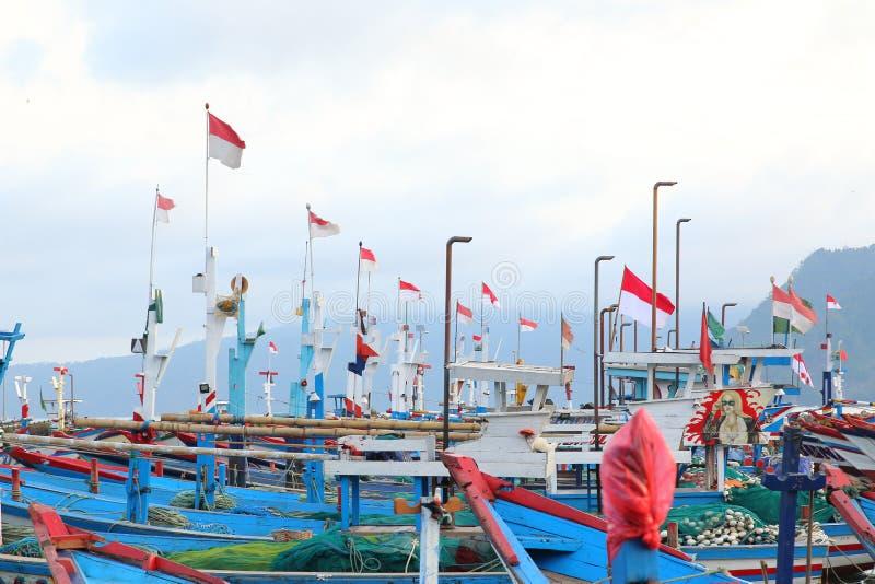 Sinalizadores indonésios em barcos, Prigi, Java Oriental, Indonésia imagens de stock