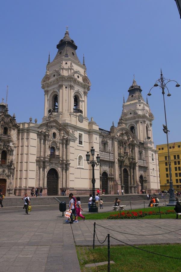 Sindaco della plaza, Lima, Perù 8 settembre 2013 /Facade della cattedrale O fotografia stock libera da diritti