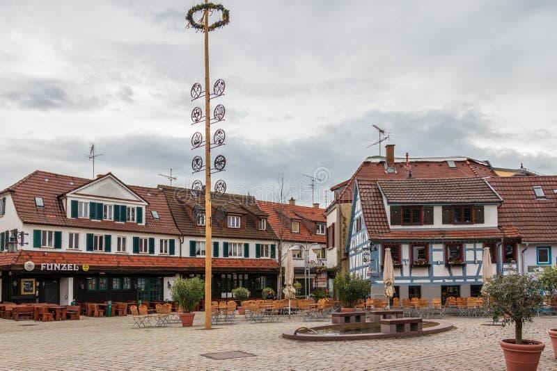 Sindelfingen, Baden Wurttemberg /Germany - 11 Mei, 2019: Centraal Districtsvierkant, Wettbachplatz met helft-Betimmerd traditione stock afbeelding