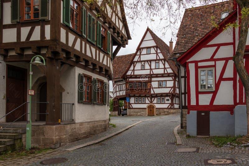 Sindelfingen, Baden Wurttemberg /Germany - 11 Mei, 2019: Straatscenario van Centrale Districtsweg, Hintere Gasse met traditioneel stock foto's
