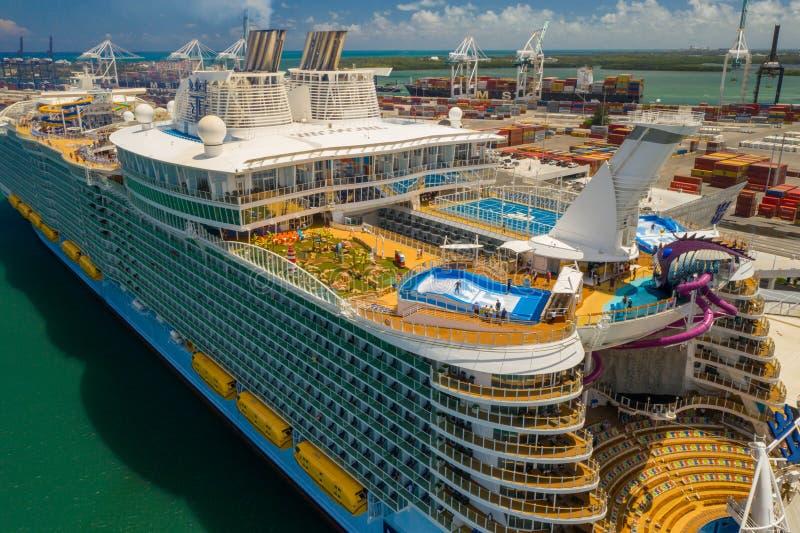 Sinfonia aérea da foto da cena colorida de Miami FL dos mares imagem de stock royalty free