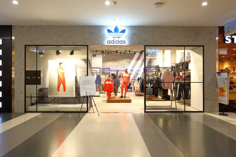 Singapore: Adidas-afzet van de sporten de kleinhandelsboutique stock foto's