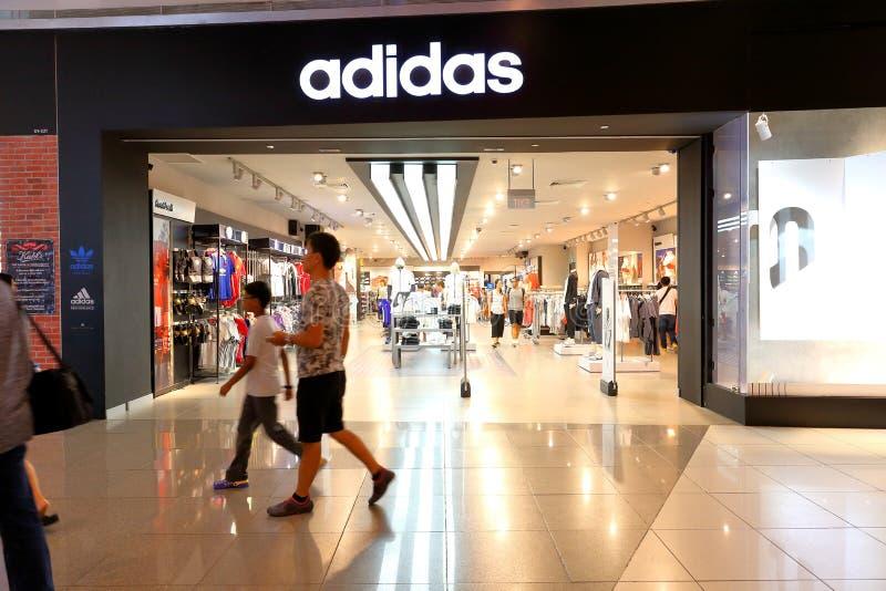 Singapore: Adidas mette in mostra lo sbocco al minuto del boutique fotografia stock libera da diritti