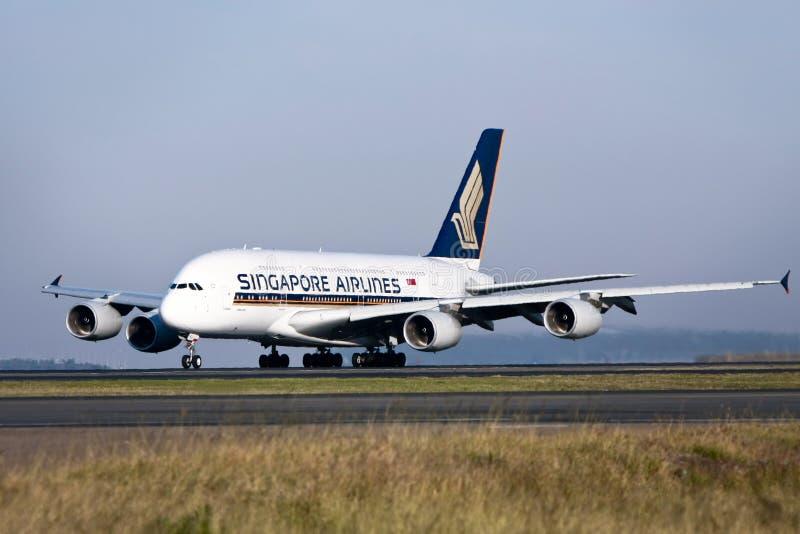 Singapore Airlines Airbus A380 sur la piste images stock