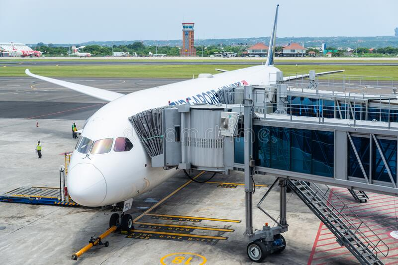 Singapore Airlines Boeing 787 Dreamliner am Flughafen Denpasar in Bali stockfotos