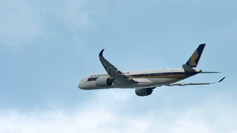 Singapore Airlines neuer Airbus A350-900 XWB entfernend an Changi-Flughafen stockfotografie
