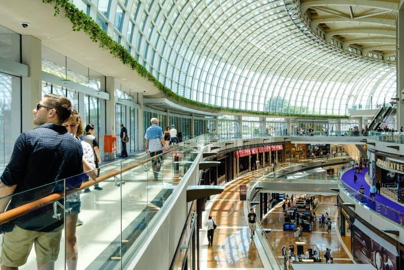 Singapore-13 april 2019: binnenland van Shoppes in Marina Bay Sands Shoppes is één van het grootste de luxe van Singapore winkele royalty-vrije stock afbeeldingen