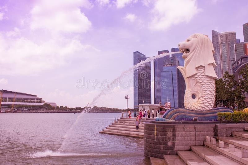 SINGAPORE - APRIL 14,2018: The Merlion fountain, symbol of Singapore which many people take photo view of Marina Bay in Singapore. royalty free stock photos