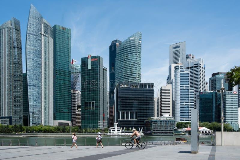 Singapore-13 APRIL 2019: Sikt för horisont för torn för område för Singapore marinafjärd CBD royaltyfria bilder