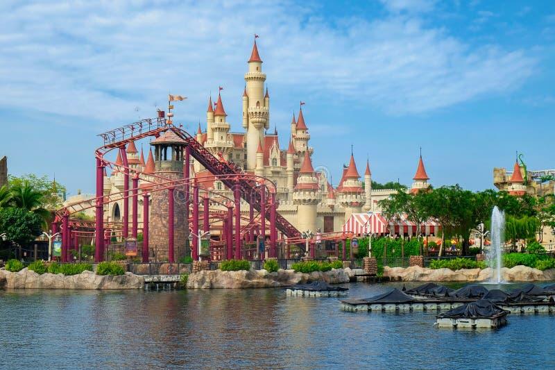 Singapore, Augustus 2016 Het kasteel in veel ver weg streek in Universal Studios Singapore stock foto