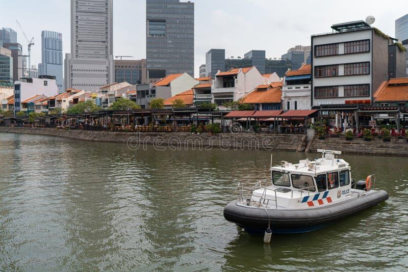 Singapore 9 augustus 2019, nationale dagparade, politieveiligheid in de rivier van Singapore stock foto
