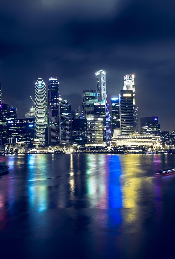 Download Singapore bij nacht stock foto. Afbeelding bestaande uit schroef - 54087796