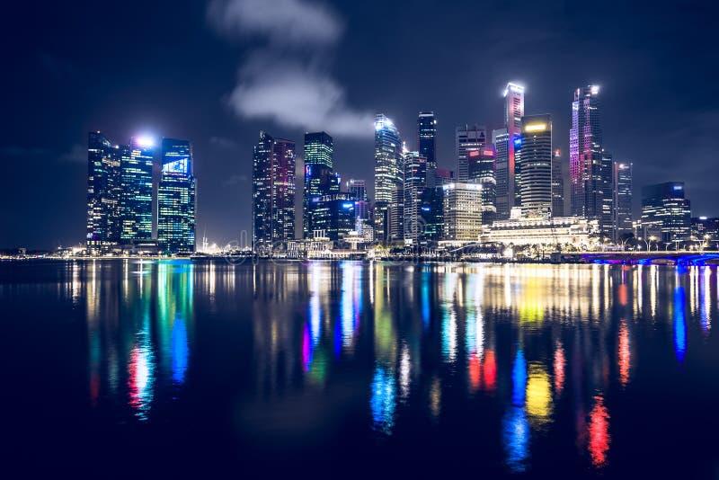 Download Singapore bij nacht stock afbeelding. Afbeelding bestaande uit opera - 54087807