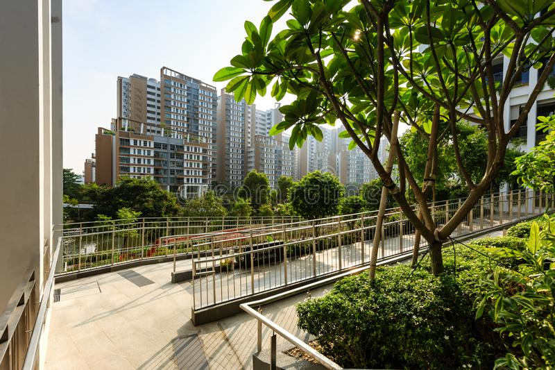 SINGAPORE-23 BRENG 2019 IN DE WAR: Oaseterras die Nieuwe de Buurtcentrum van Singapore en Polikliniekvoorgevel bouwen royalty-vrije stock afbeeldingen