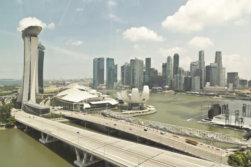 Singapore Cityscapesikt till och med fönster arkivbild