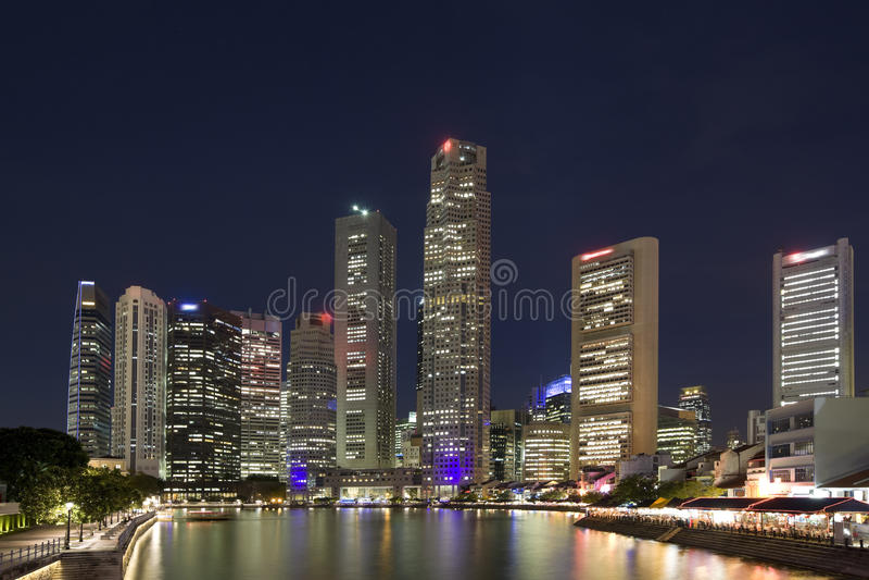 Singapore entro la notte immagine stock libera da diritti