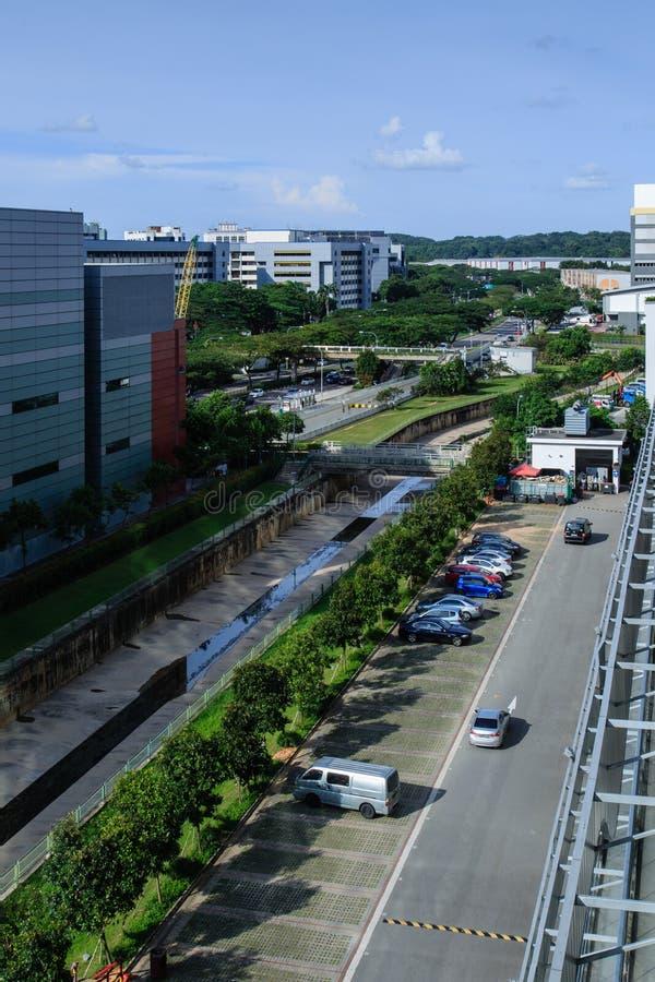 SINGAPORE-27 FÖRDÄRVAR för šSingaporefloden för ¼ 2017ï kanalen med hårt område för kantpasserandebransch royaltyfri foto