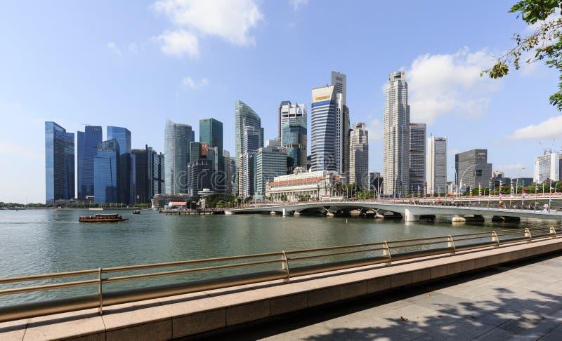 Singapore-16 februari 2018: Centrale financiële het districtshorizon van Singapore bij blauw uur van Jachthavenbaai Singapore royalty-vrije stock afbeelding