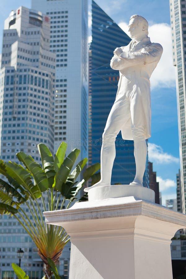 Singapore. Herrnen Raffles statyn arkivfoton