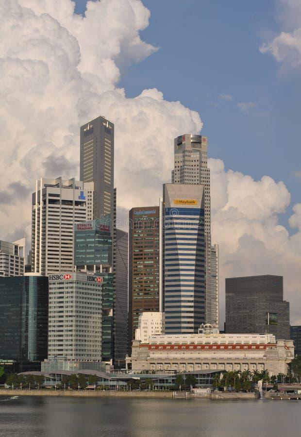 Singapore horisont och moderna skyskrapor arkivbilder