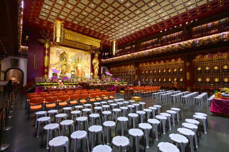 Singapore, Singapore - Januari 30, 2019: Binnenlandse mening van de rijk overladen tempel van het de Tandoverblijfsel van Boedha  stock foto