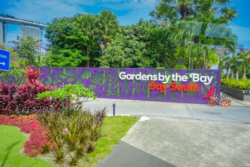 SINGAPORE, SINGAPORE - JANUARI 30, 2018: Dagmening van Ingang aan Tuinen door de Baai in Singapore Het overspannen van 101 hectar stock fotografie