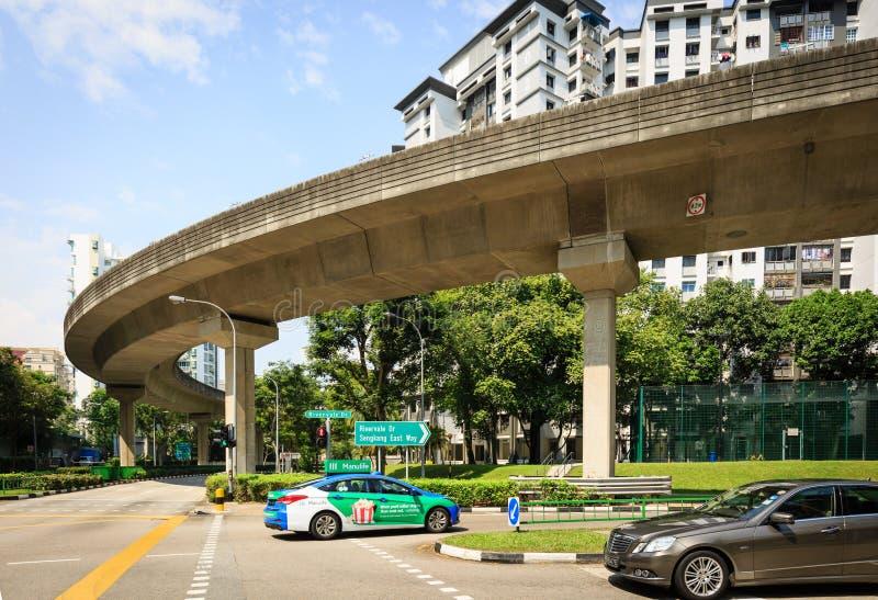 5 Singapore-januari 2019: De hemellijn van Singapore LRT op woningbouwgebied stock afbeelding