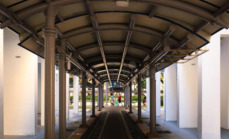 Singapore-05 januari 2019: de schuilplaats voetgang in HDB-woonwijk royalty-vrije stock foto