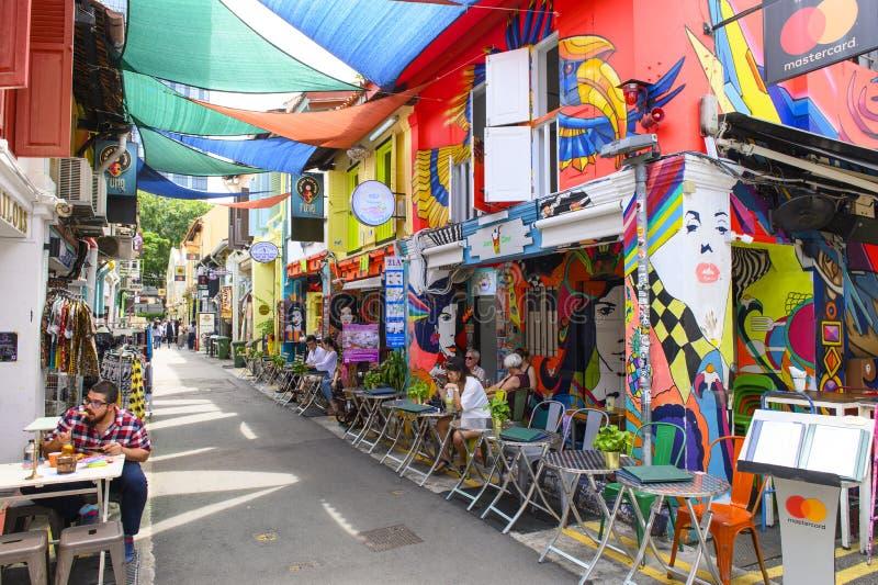 Singapore, Singapore - Januari 30, 2019: Haji Lane is het kwart van Kampong Glam beroemd voor zijn koffie, restaurants en winkels stock foto's