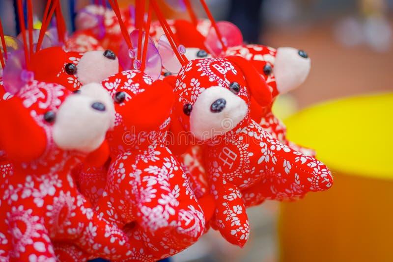 SINGAPORE, SINGAPORE - JANUARI 30, 2018: Openluchtmening van Chinese Maannieuwjaarstuk speelgoed decoratie die het Jaar vieren va stock afbeelding