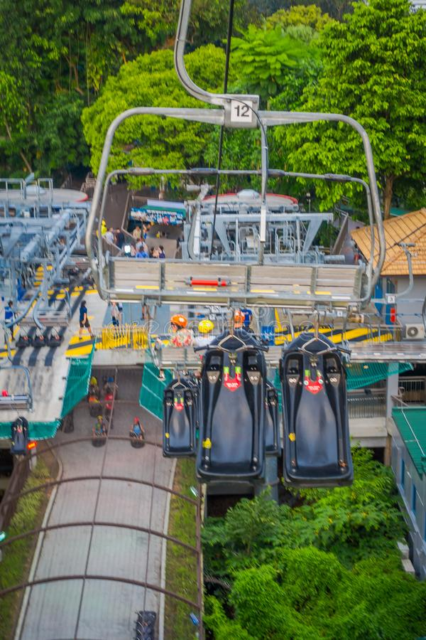 SINGAPORE, SINGAPORE - JANUARI 30, 2018: Openluchtmening van de lege Kabelwagen en Horizon Luge, Singapore van Singapore Sentosa stock fotografie