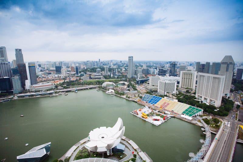 SINGAPORE - JANUARI 20, 2014: Stedelijk landschap van Singapore Horizon en moderne wolkenkrabbers van bedrijfsdistrict Marina Bay stock afbeeldingen
