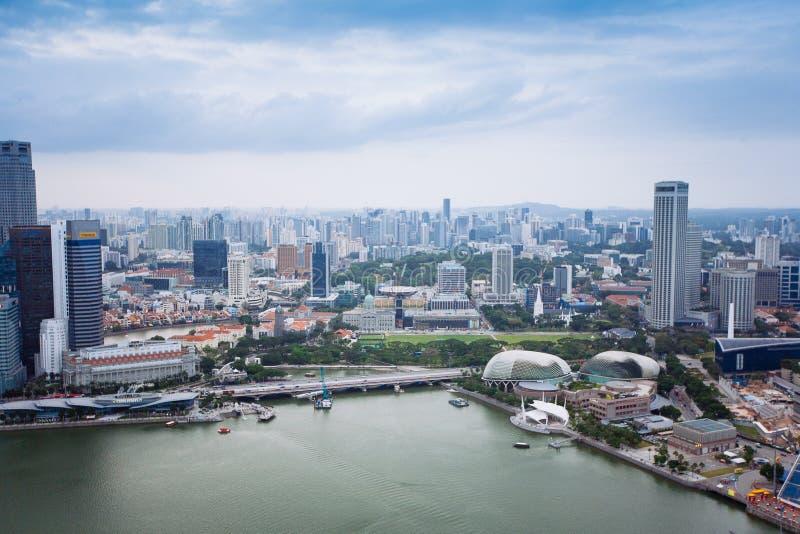 SINGAPORE - JANUARI 20, 2014: Stedelijk landschap van Singapore Horizon en moderne wolkenkrabbers van bedrijfsdistrict Marina Bay stock afbeelding