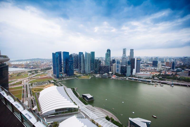 SINGAPORE - JANUARI 20, 2014: Stedelijk landschap van Singapore Horizon en moderne wolkenkrabbers van bedrijfsdistrict Marina Bay royalty-vrije stock fotografie